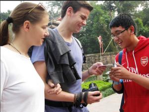 4 cách giúp bạn tự tin giao tiếp với người nước ngoài